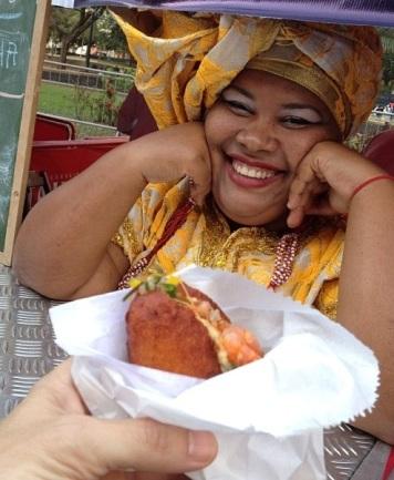 Dona Carmen Virgínia e seu gostoso acarajé: salve, simpatia!