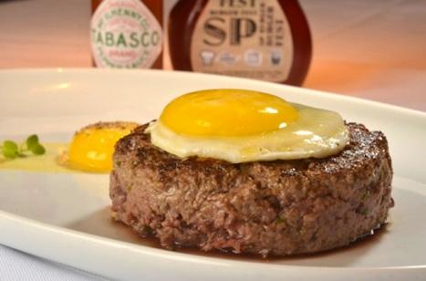 Hambúrguer de steak tartare à cavalo, do Chef Rouge