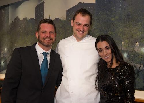 O chef Daniel Humm entre David Hertz, da Gastromotiva, e a jornalista  e foodie Alessandra Forbes