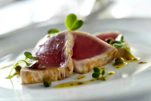 Tonnato vitello: entrada do menu especial de atum kihada