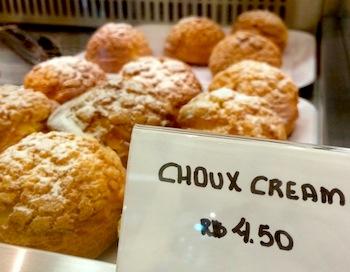 Vitrine da Sweet Deli: mais choux crema pra gente babar