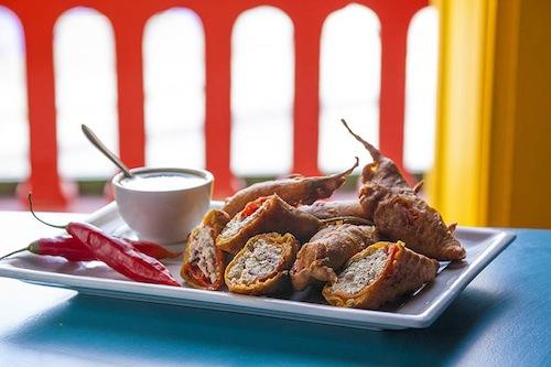 Chilly Chicken (R$28), frango frito com pimentão, pimenta dedo-de-moça, malagueta com alho e gengibre, do Samosa & Company