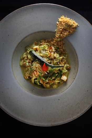 Arroz de galinha d'angola com quiabo grelhado, um dos pratos da Bel Coelho