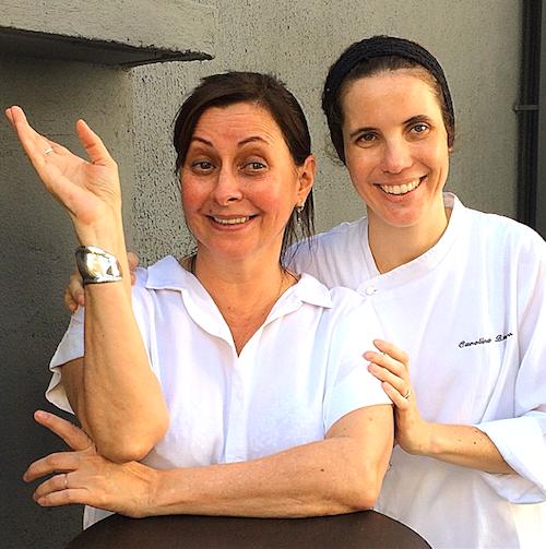 As donas da casa: as chefs Carla Pernambuco (esq.) e Carolina Brandão