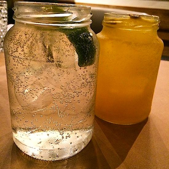Porto Tônica de limão e de maracujá.