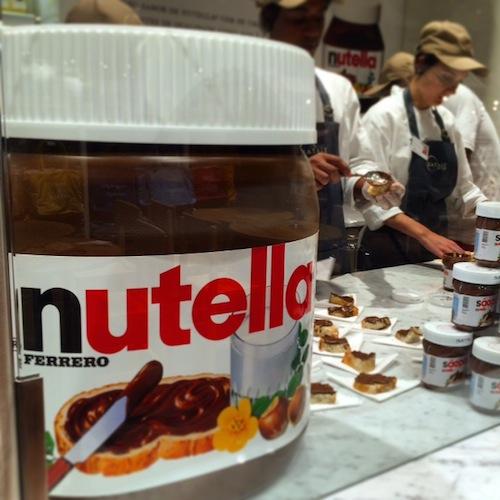 Alô, fãs de Nutella: aqui tem um balcao exclusivo, que serve brioches, crepes e outras guloseimas com essa iguaria