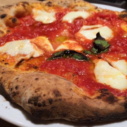 Pizza Verace TSG, com mozzarella de búfala: massa exemplar