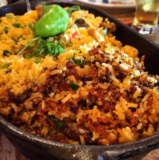 O famoso capote selvagem com arroz. O lado mais escuro é o pregadinho.