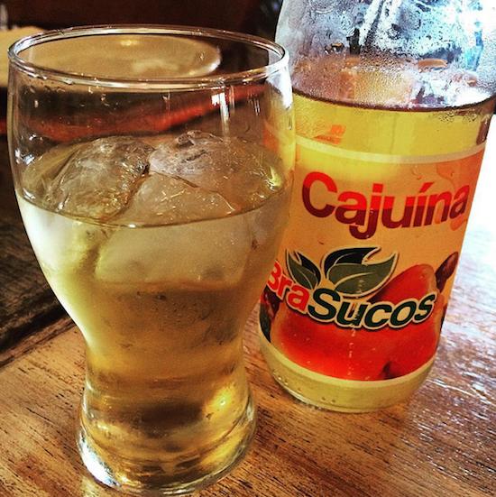 Cajuína, a bebida mais típica do Piauí: tome pura, com água gasosa ou, sei lá, vodca