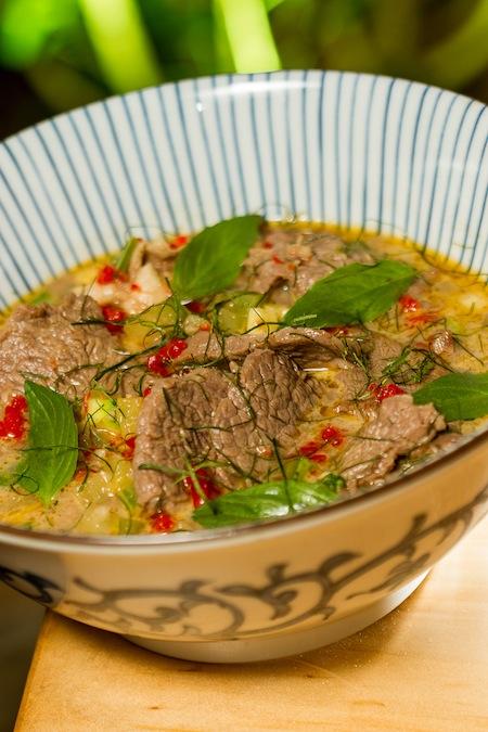 Pitchuburi (tiras de carne no curry verde, bem apimentado): minha próxima pedida (fotos do Leo Feltran)