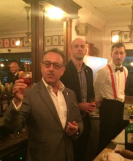 "O ""maestro"" Salvatore Caprese: 50 anos de coquetelaria"